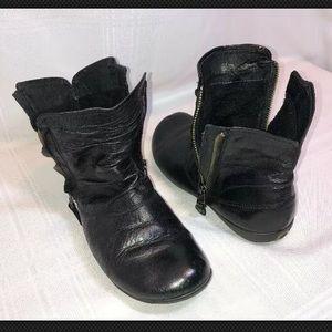 Josef Seibel Faye US 6 Black Leather Ankle Boots